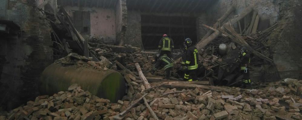 Crolla cascina a Cremona, l'unità cinofila arriva da Mese