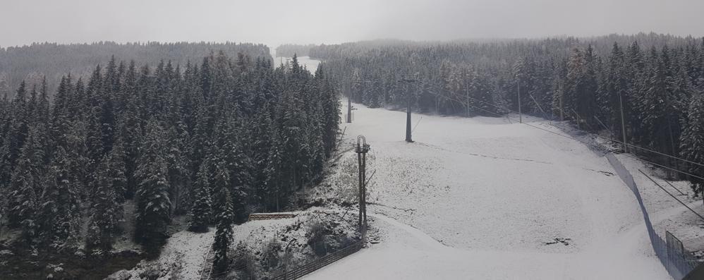 La prima neve sulla pista di Coppa del mondo di sci
