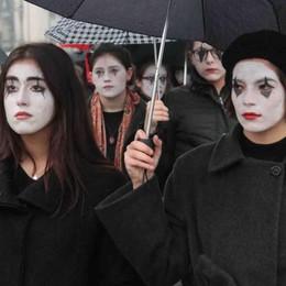 Studenti in cammino contro la violenza