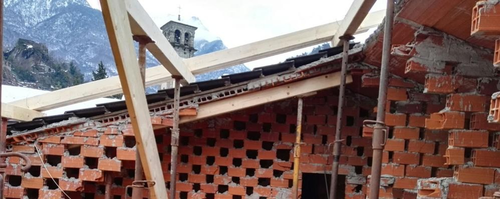Il crollo del tetto agita la minoranza  «Servono più controlli nelle scuole»