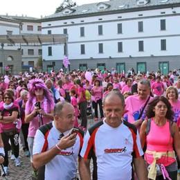 Dalle magliette ai palloncini, la città si veste di rosa