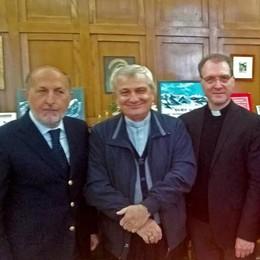 La solidarietà vola alto: ultraleggero anfibio per monsignor Capelli