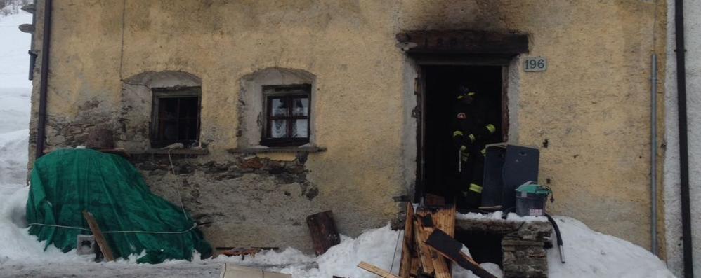 Brucia camino: fiamme a Motta  La casa è inagibile