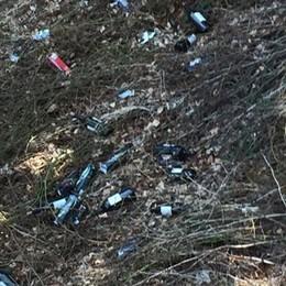 Bottiglie e rifiuti rimossi a Pedesina: «La storia si ripete»