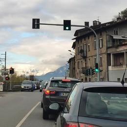 San Giacomo di Teglio, più lungo il verde al semaforo