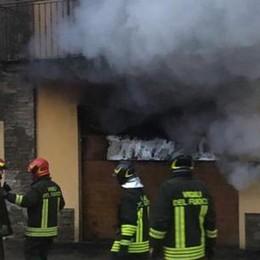 Rogo in un garage a Tresivio, lungo intervento dei vigili del fuoco