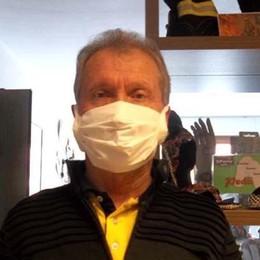 Le mascherine usa e getta  fatte con i fazzoletti  «Vi insegno come si fa».   Guarda i video