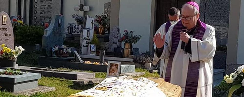 Il vescovo per l'addio a don Renato  «Tutti i preti piangono con me»