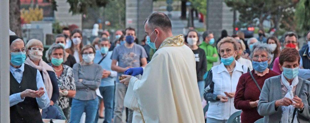 Messe con i fedeli  «Tantissima gente  Un bel segnale»