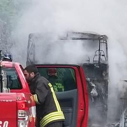 Autobus in fiamme  Cause da chiarire  «Aveva solo 4 anni»