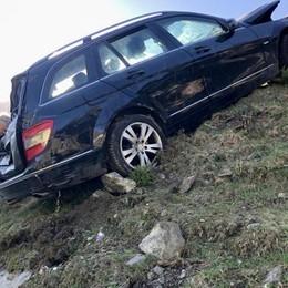 Valfurva, auto nella scarpata  sulla strada del Gavia  Turisti ricoverati