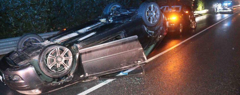 Auto ribaltata sulla 38 a Chiuro  Paura, ma nessun ferito grave