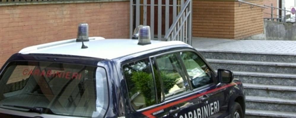 Aggredisce i vicini col bastone  Tre in ospedale a Samolaco