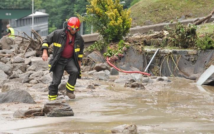 Maltempo, stato di emergenza  E a Chiavenna si lavora per il bypass