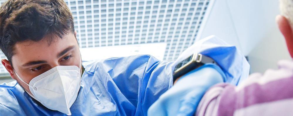 I primi vaccinati  della terza fase  Anche in ospedale